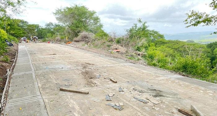 En avance obra de placa huella para mejorar vía de Pozo Hondo - Noticias de Colombia